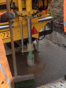 Het boren van asfaltkernen